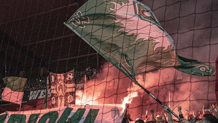 球迷燃放烟火,不莱梅遭到2万欧罚款
