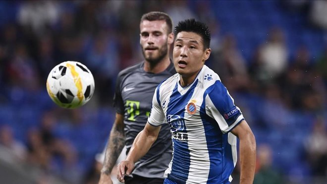 GIF:武磊外现活跃,为西班牙人追求机会