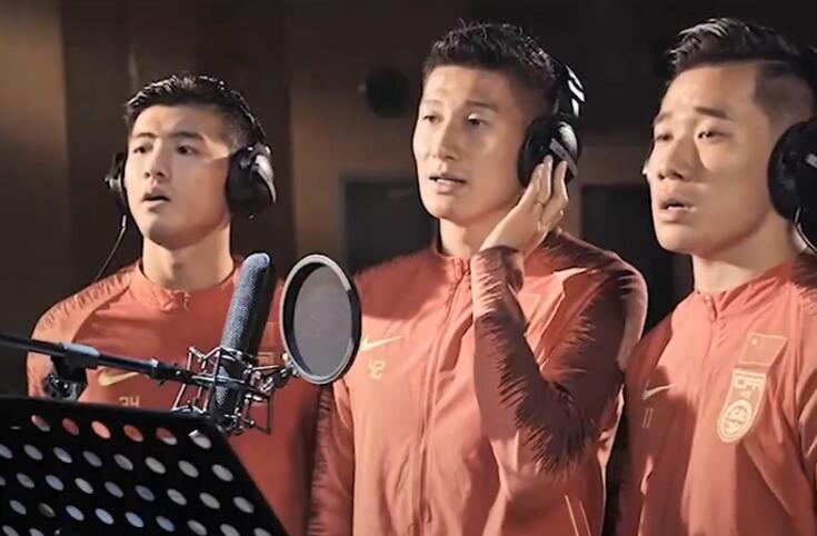 穿国足球衣唱《吾和吾的故国》,李圣龙:激励吾更全力