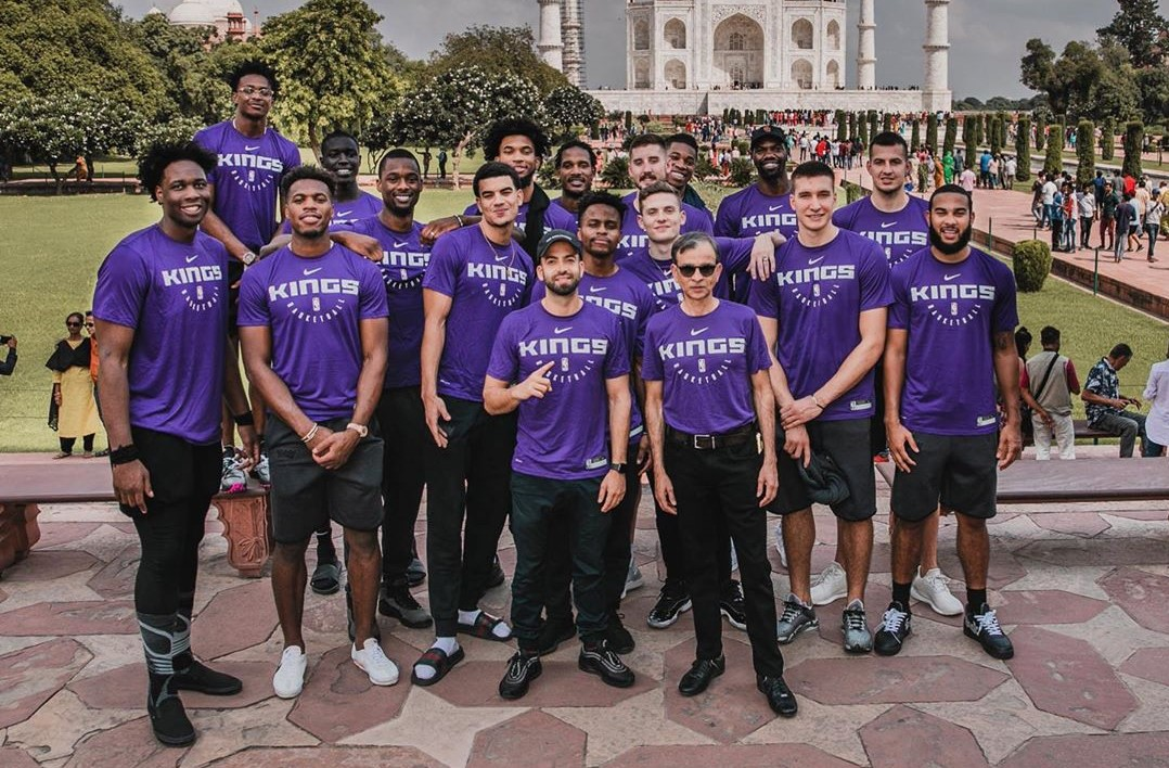 到此一游!NBA官方晒国王全队在泰姬陵前的合影