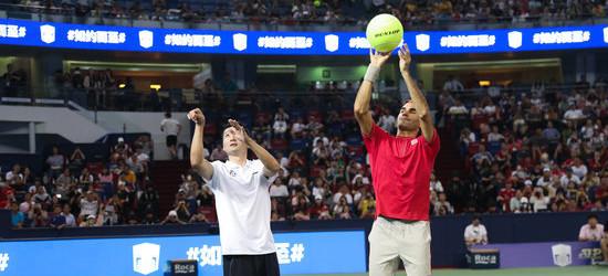 体育馆网架,刘炜出席上海大师赛活动,与费德勒玩投篮