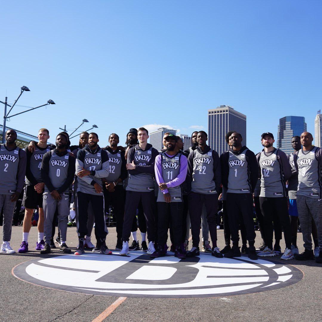 街头篮球风!篮网众将亮相街球公园参加球队活动