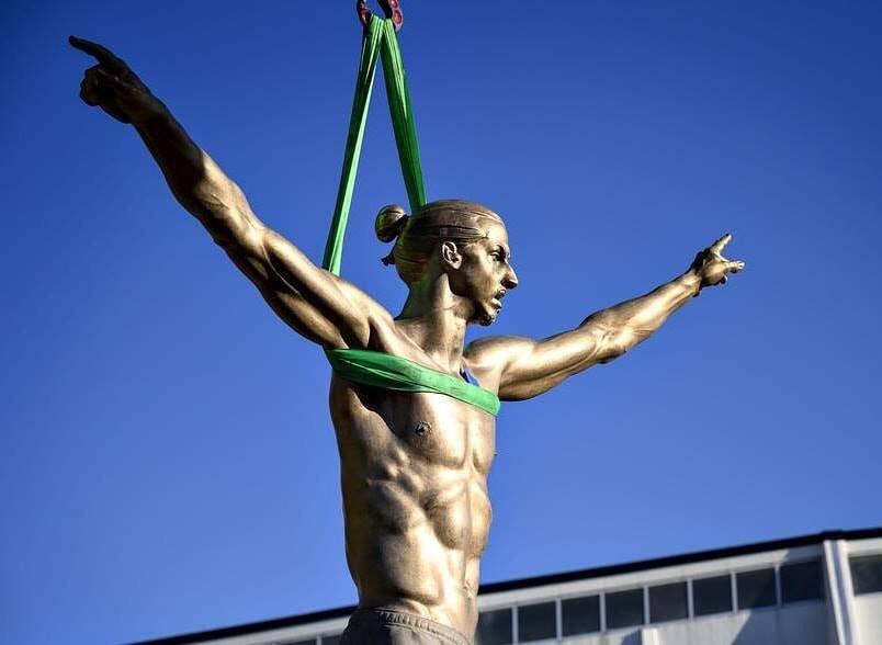 帅气大奉先!伊布个人雕像将于周二在瑞典马尔默揭幕