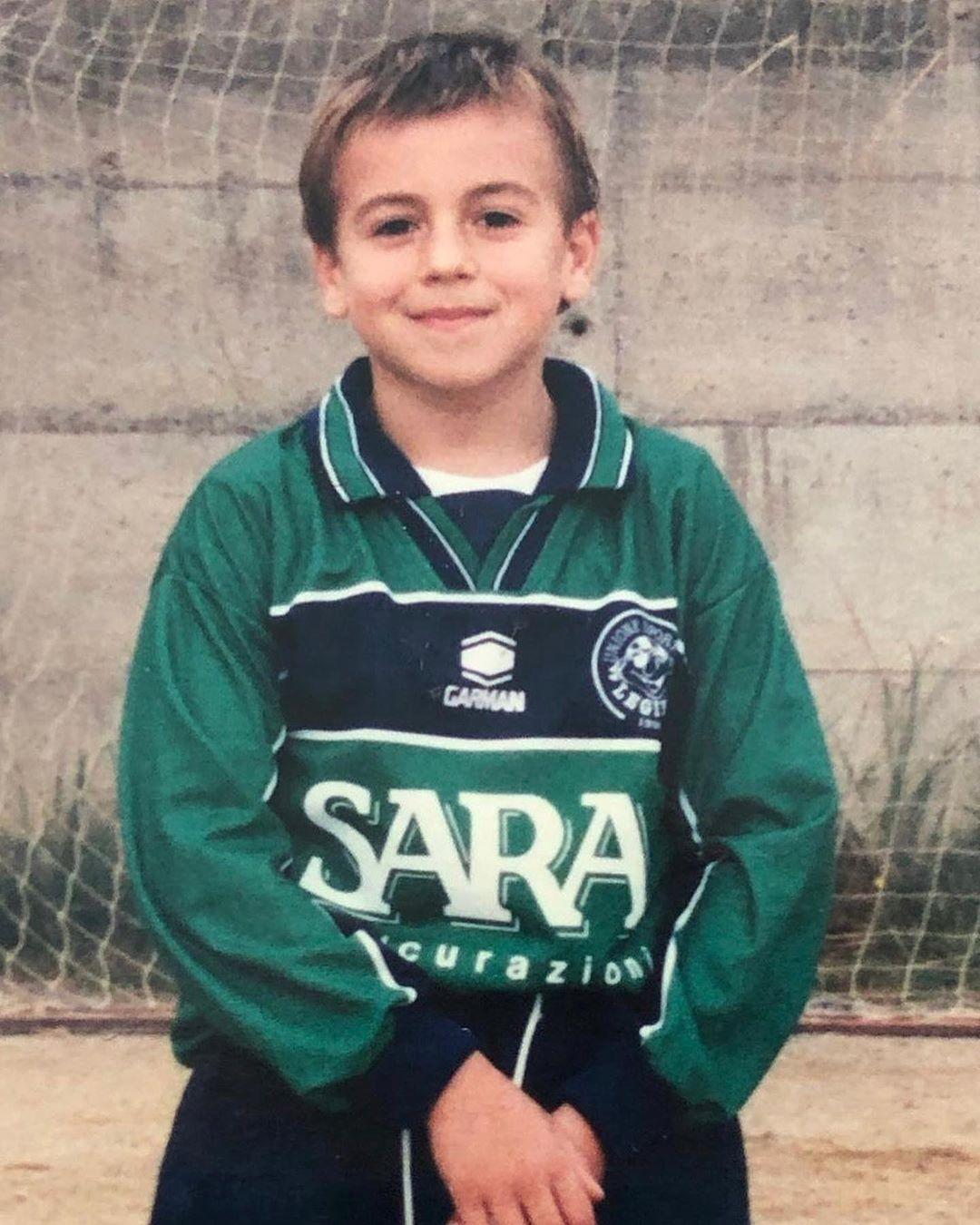 沙拉维赞意大利新球衣:从门将到国家队,回归最初的颜色