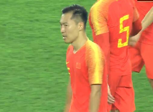 GIF:吴曦半场压哨头球破门,国足6-0关岛