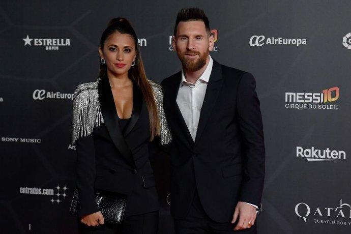 多图流:梅西携妻子出席太阳马戏团Messi10首映现场
