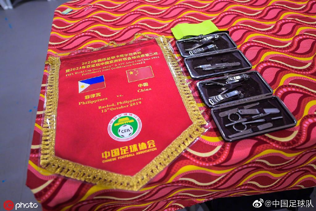 中国之队官方:国足更衣室准备就绪,今晚我们并肩战斗