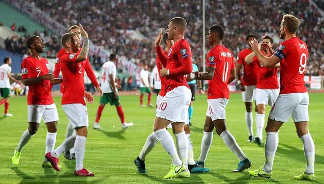 凯恩3传1射斯特林传射,英格兰6-0保加利亚提前晋级