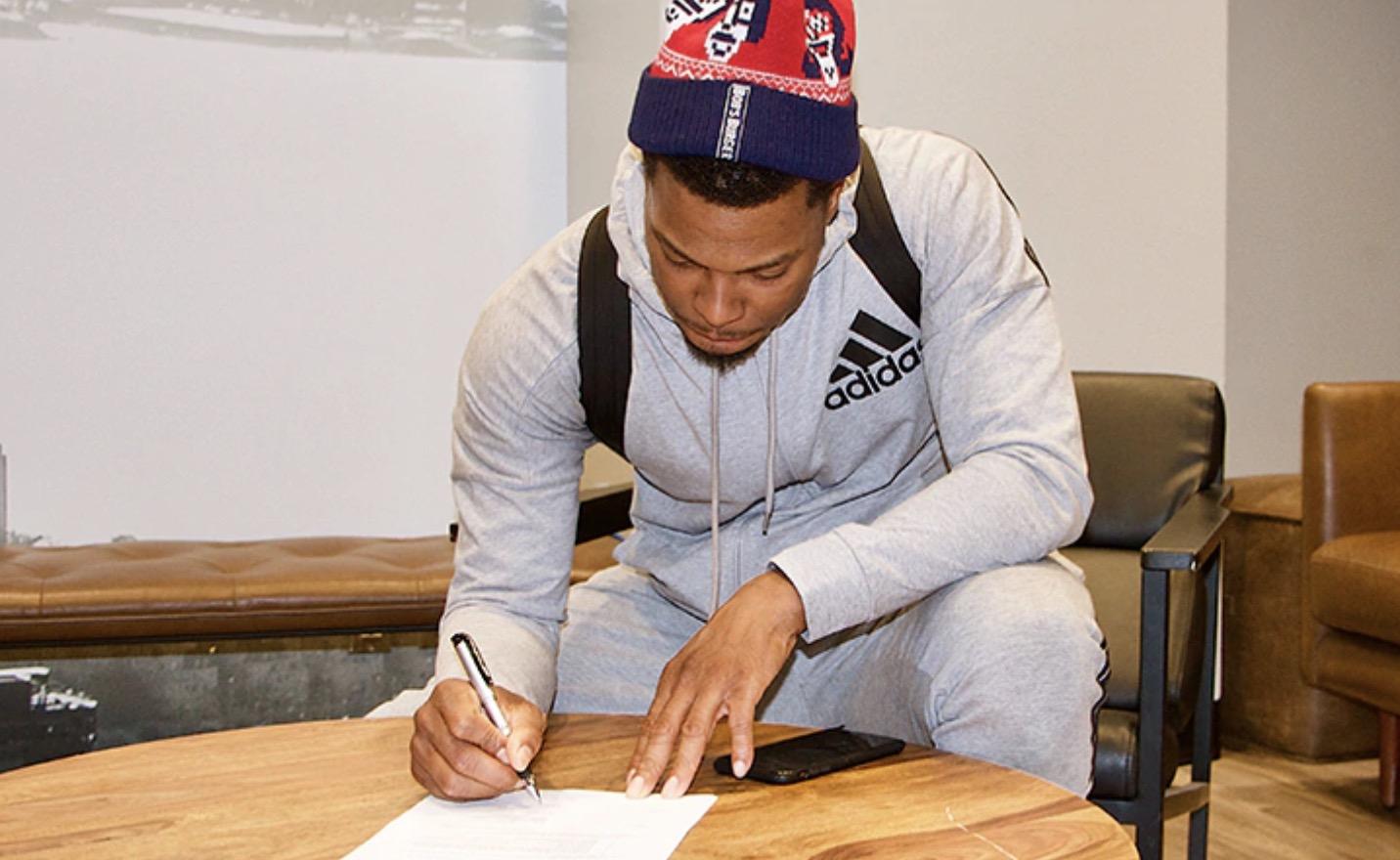 官方:猛龙与凯尔-洛瑞正式签下提前续约合同