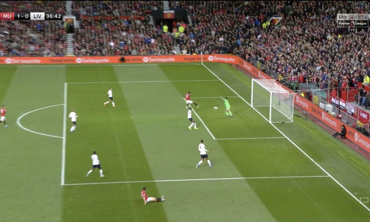 不容易啊!曼联是本赛季首支半场领先利物浦的球队