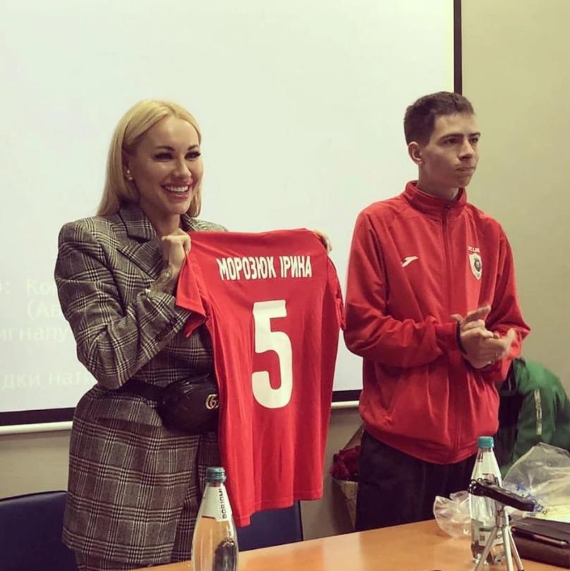 人美球技好!乌克兰国脚妻子成为国内首位球队女性主席