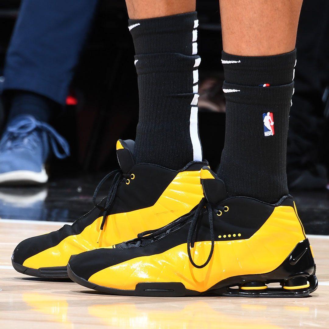 今日常规赛上脚球鞋:卡特上脚耐克Shox BB4
