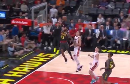 [视频]每一球都足以点燃全场!今日NBA赛场扣篮时刻