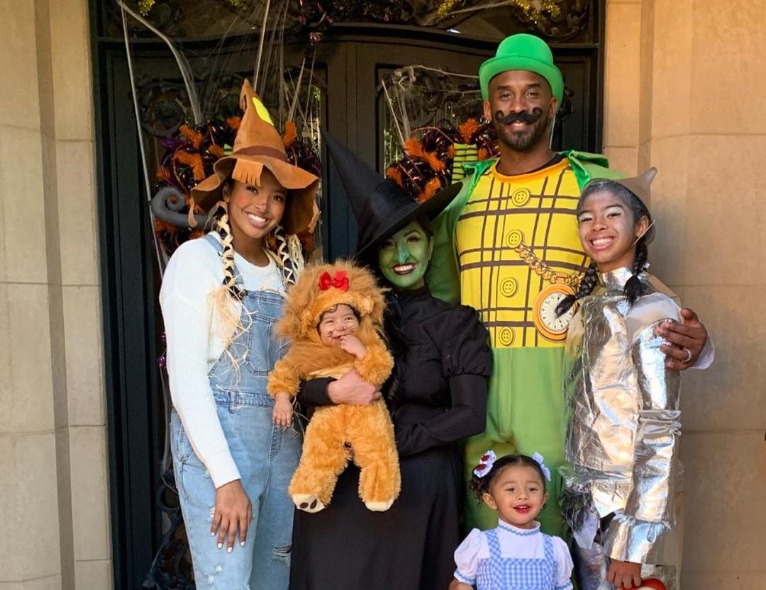 幸福美满!科比妻子瓦妮莎晒全家万圣节装扮合影