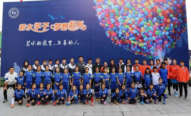 女乙联赛球员走进成都校园,向孩子们传递榜样的力量
