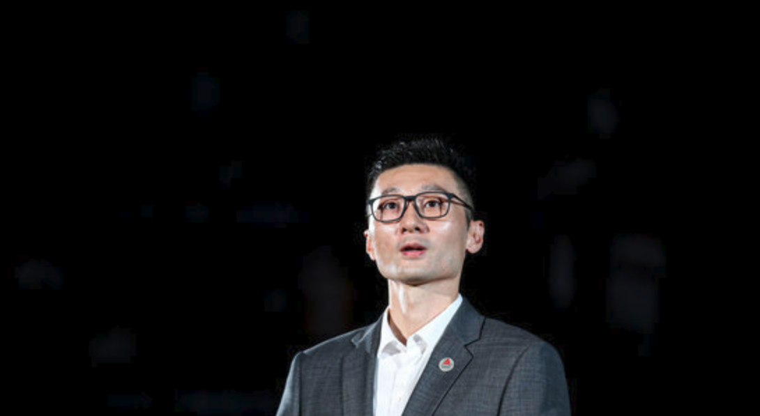 传奇后卫!上海男篮为刘炜举办退役仪式并封存8号球衣