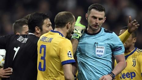 官方:奥利弗执法巴萨vs斯拉维亚,曾吹罚尤文3-1皇马
