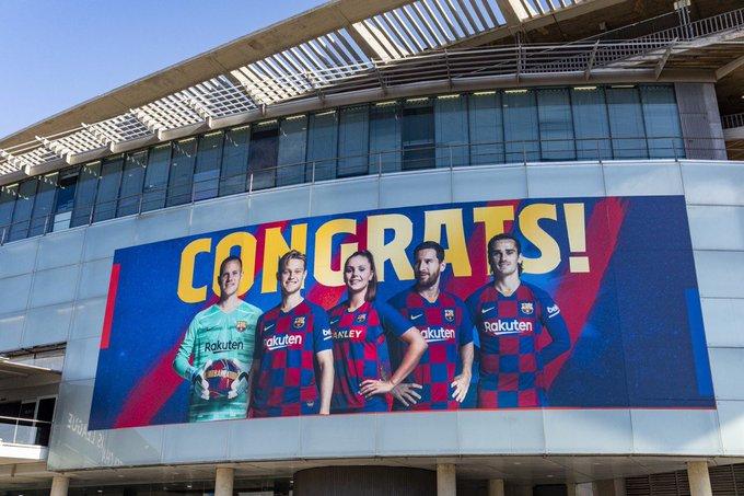 诺坎普外更换巨型海报,入选金球奖的5名巴萨球员领衔