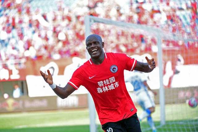 39岁活跃在赞比亚联赛7场5球,詹姆斯:我祝辽足好运