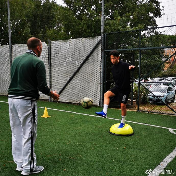 在罗马进行康复训练,恒大小将严鼎皓:享受每一次触球