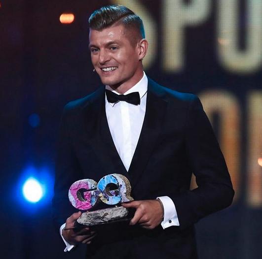 型男驾到!克罗斯收获GQ德国版年度体育偶像奖项