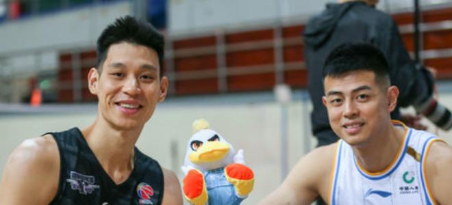 林书豪夸赞方硕:他第四节接管了比赛,做他队友真好