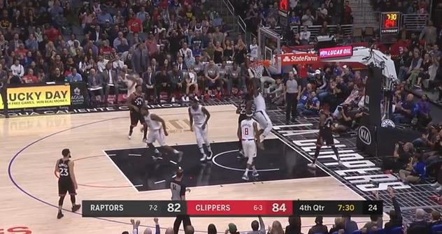[视频]挂框暴扣!伦纳德推反击助攻哈勒尔双手暴扣-篮球比赛直播