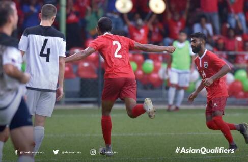 40强赛:马尔代夫3-1关岛,中国4战积7分暂列第2。关岛5战皆墨位列小组垫底。补时阶段马尔代夫破门锁定胜局。</p><p>马尔代夫在上半场取得2球领先,</p><p style=