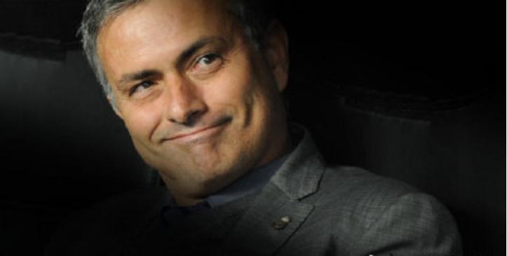 """流量明星来啦!</p><p>官宣消息传出后便引发了热议。穆里尼奥将出任球队新任主帅。在目前的新浪微博上,""""穆里尼奥""""的相关话题已经出现在了微博热搜榜上。""""穆里尼奥""""相关话题出现在微博热搜榜上"""