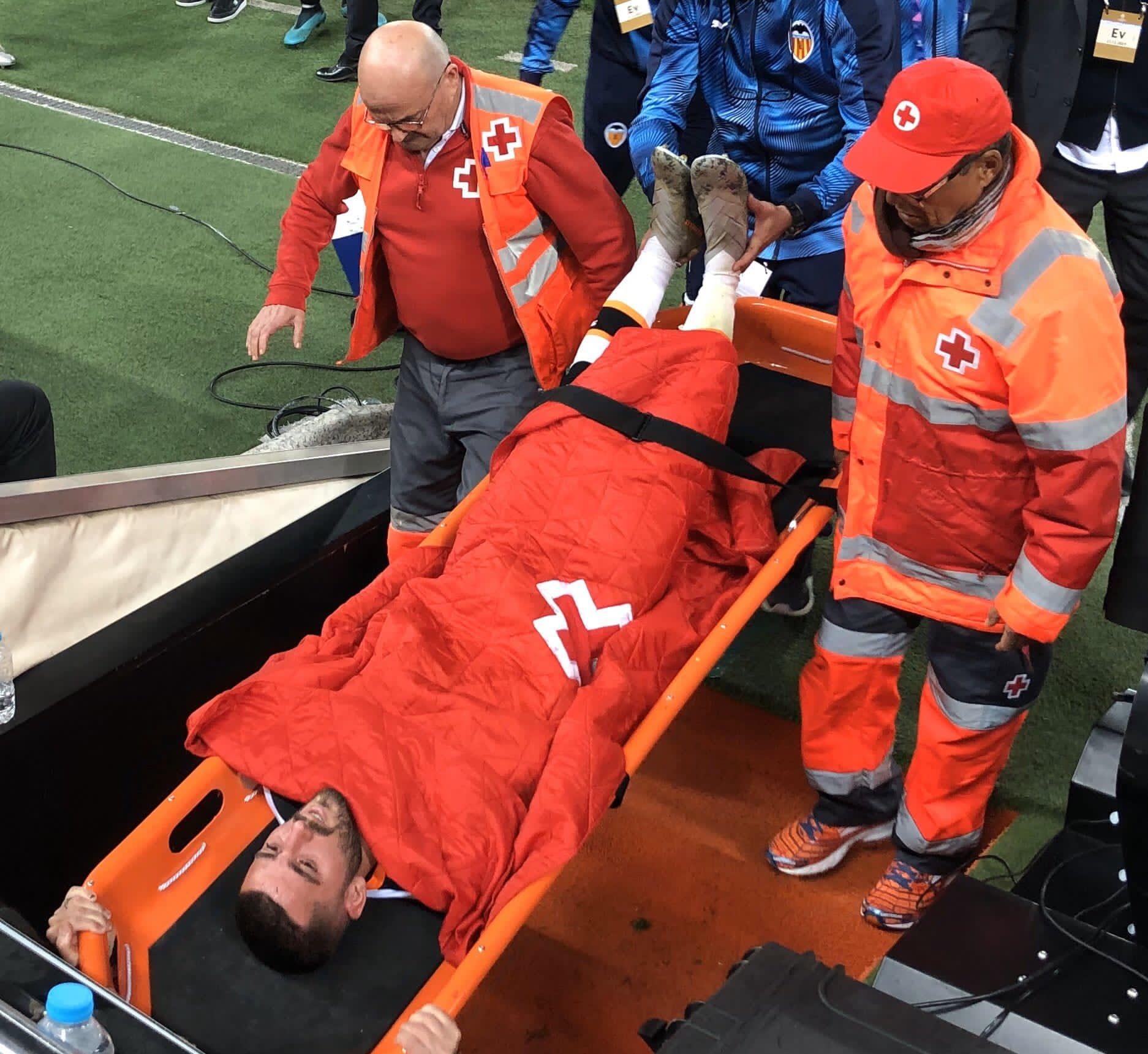 加亚与切尔西赛后因低血糖瘫倒,不过只是虚惊一场