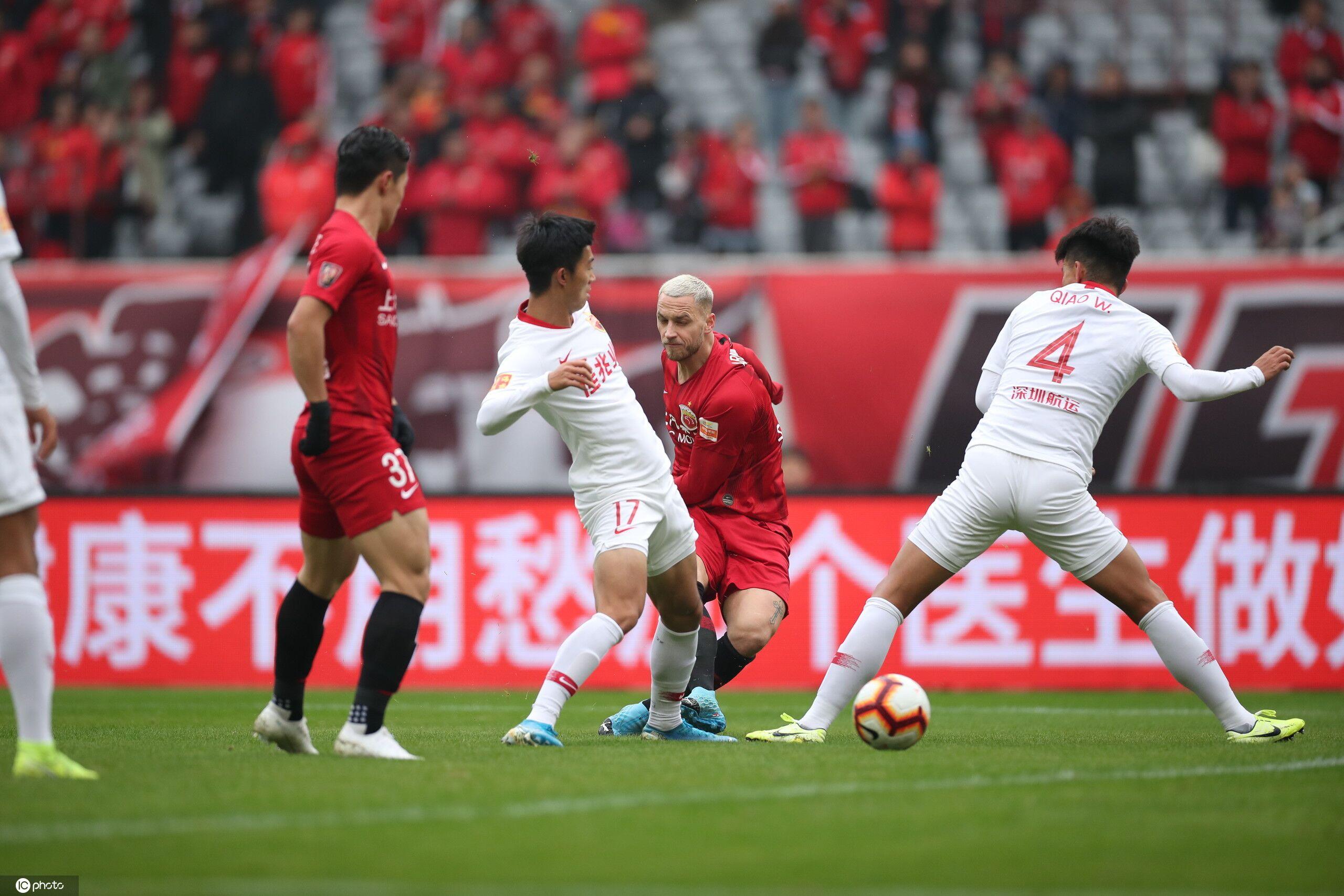 半场:阿瑙托维奇传射胡尔克破门,上港2-0深圳