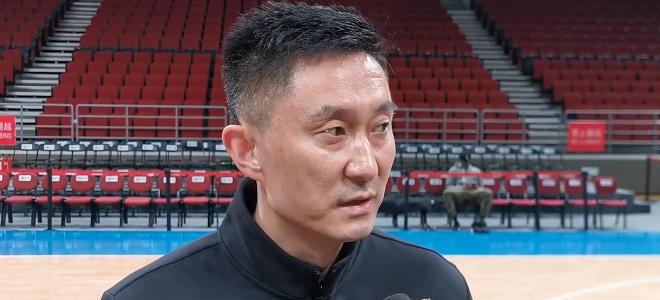 杜锋:双方会抢开局,要特别注意北京队的无球进攻