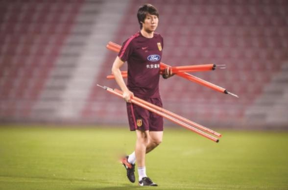 沪媒:为国踢球态度比状态重要,队员反映训练质量颇高