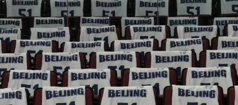 我们都在三分快三开奖,为你而战!北京主场铺满为悼念吉喆的51号球衣
