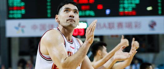 钟诚生涯篮板数超越姚明,位列历史篮板榜第34位