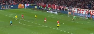 GIF:势如破竹!小阿扎尔右路兜射远角破门,多特3-0领先