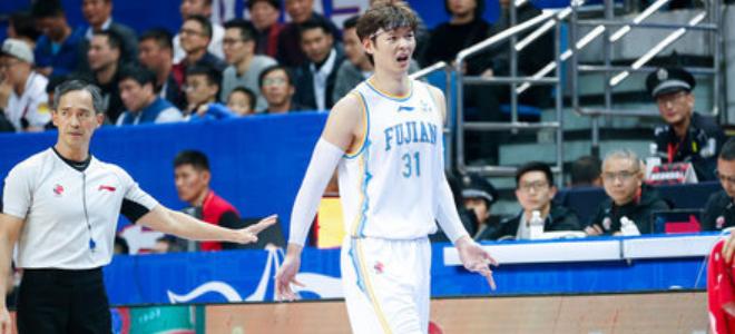 王哲林CBA生涯得分总数超刘铁,上升至历史第45位