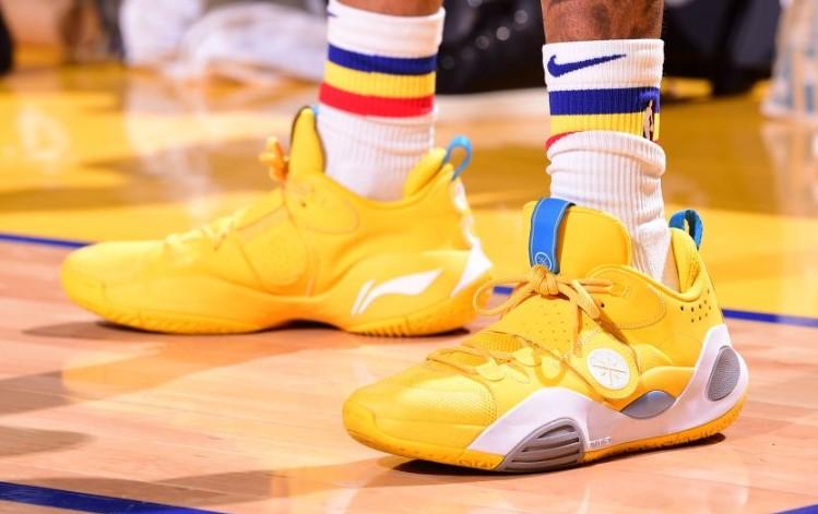 流言板]今日球鞋:科比上脚Nike 2K5,拉塞尔上脚李宁全城8