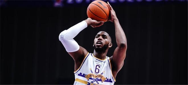 汤普森抢下24篮板创本赛季北控单场个人篮板新高
