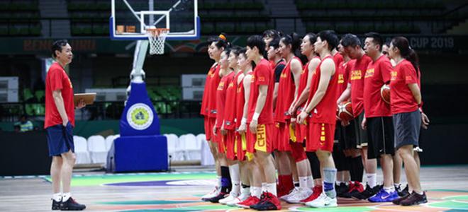 篮协公布中国女篮16人集训大名单,李梦、李月汝领衔