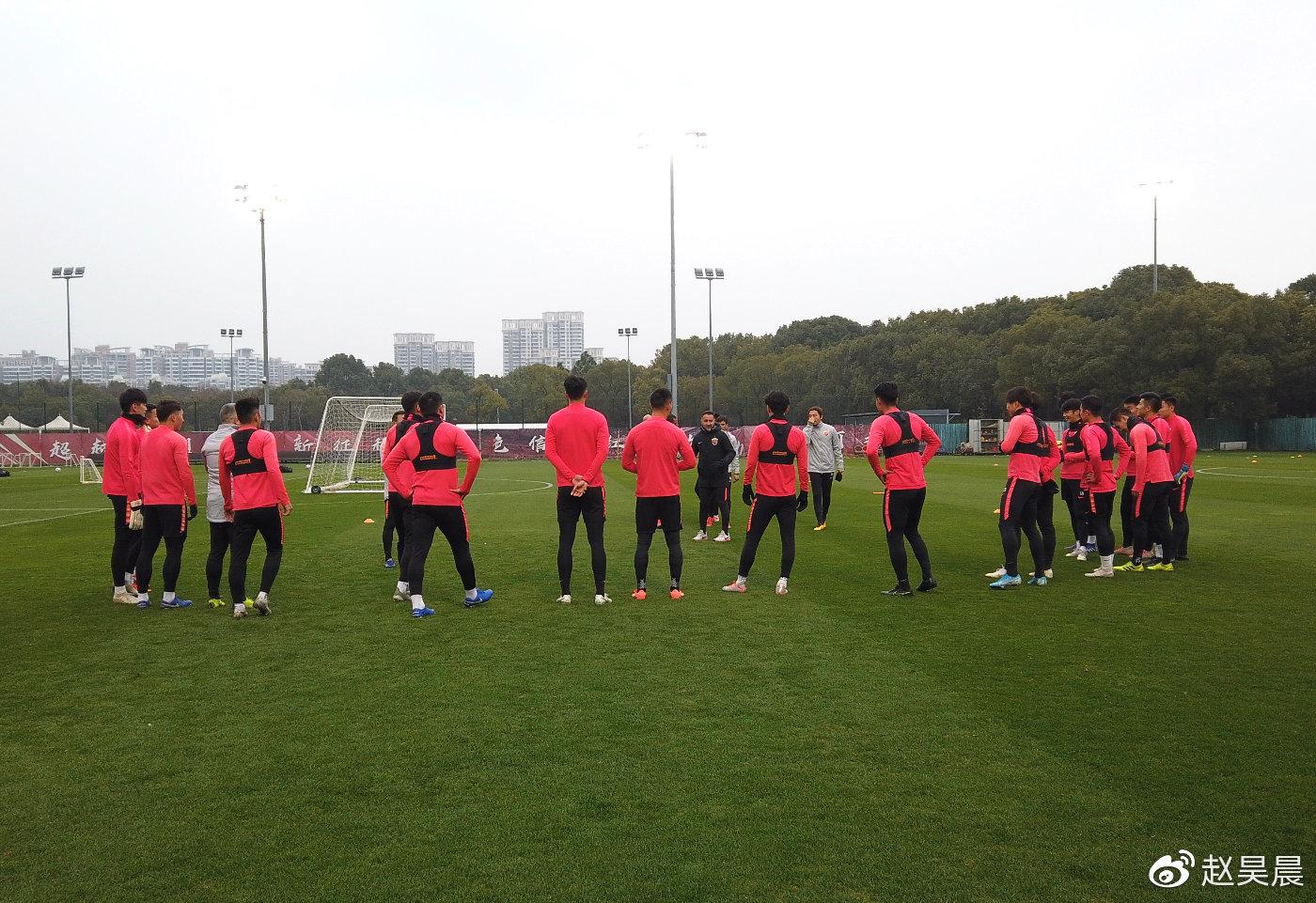 上港今日开始新赛季首练,外援1月4日归队进行合练