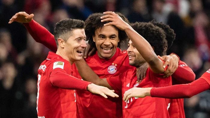 拜仁攻击线球员半程评分:莱万满分,佩里西奇低分