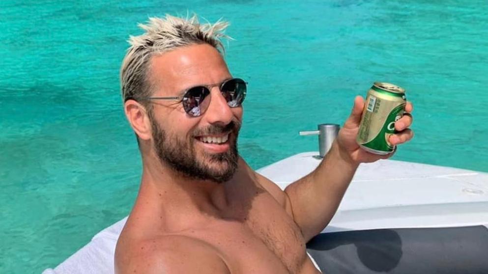 图片报:皮萨罗泰国度假,享受阳光和啤酒