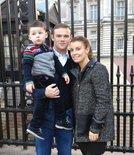 鲁尼晒十年全家福变化:从一个儿子到