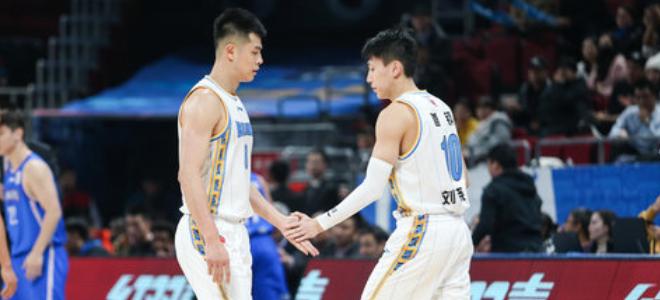 方硕因伤缺阵,雅尼斯:刘晓宇和王旭须做更多贡献
