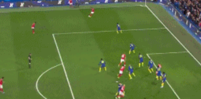 GIF:耶茨头球破门,但越位在先,进球无效