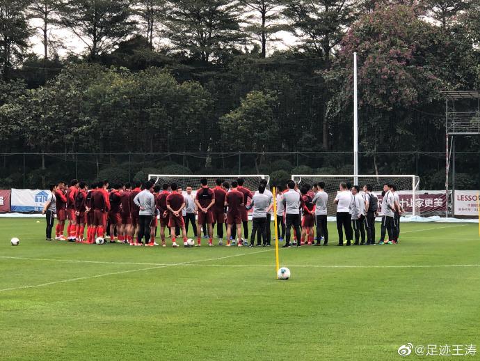 记者:新一期国足首练量不小,李铁教练组花样很多