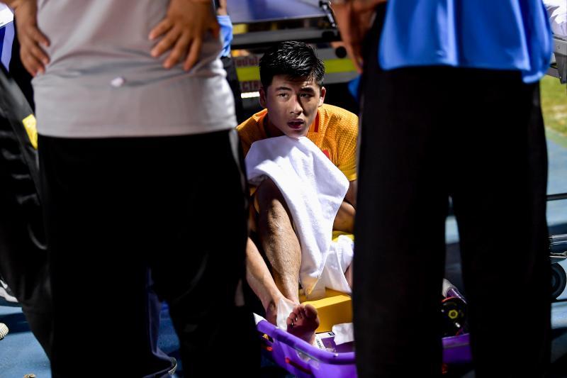 张玉宁父亲:比孩子脚趾骨裂更让人痛苦的是遭压哨绝杀