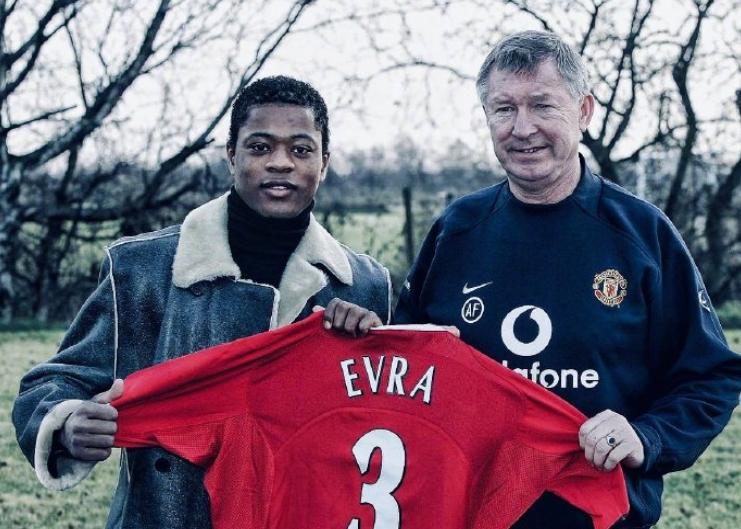 2006年的今天,曼联以550万英镑从摩纳哥签下埃弗拉
