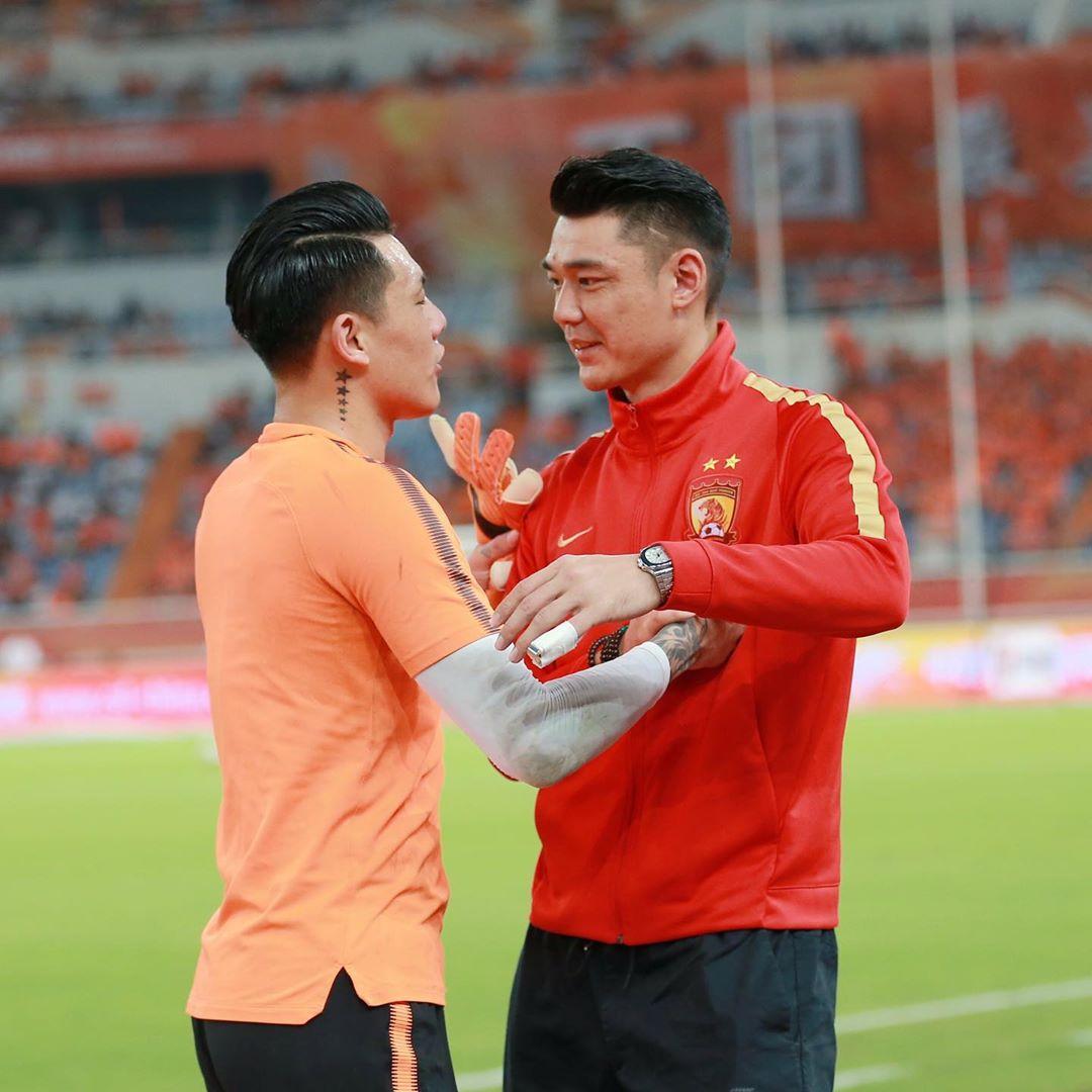 王大雷晒与郜林、曾诚合影:致敬老将